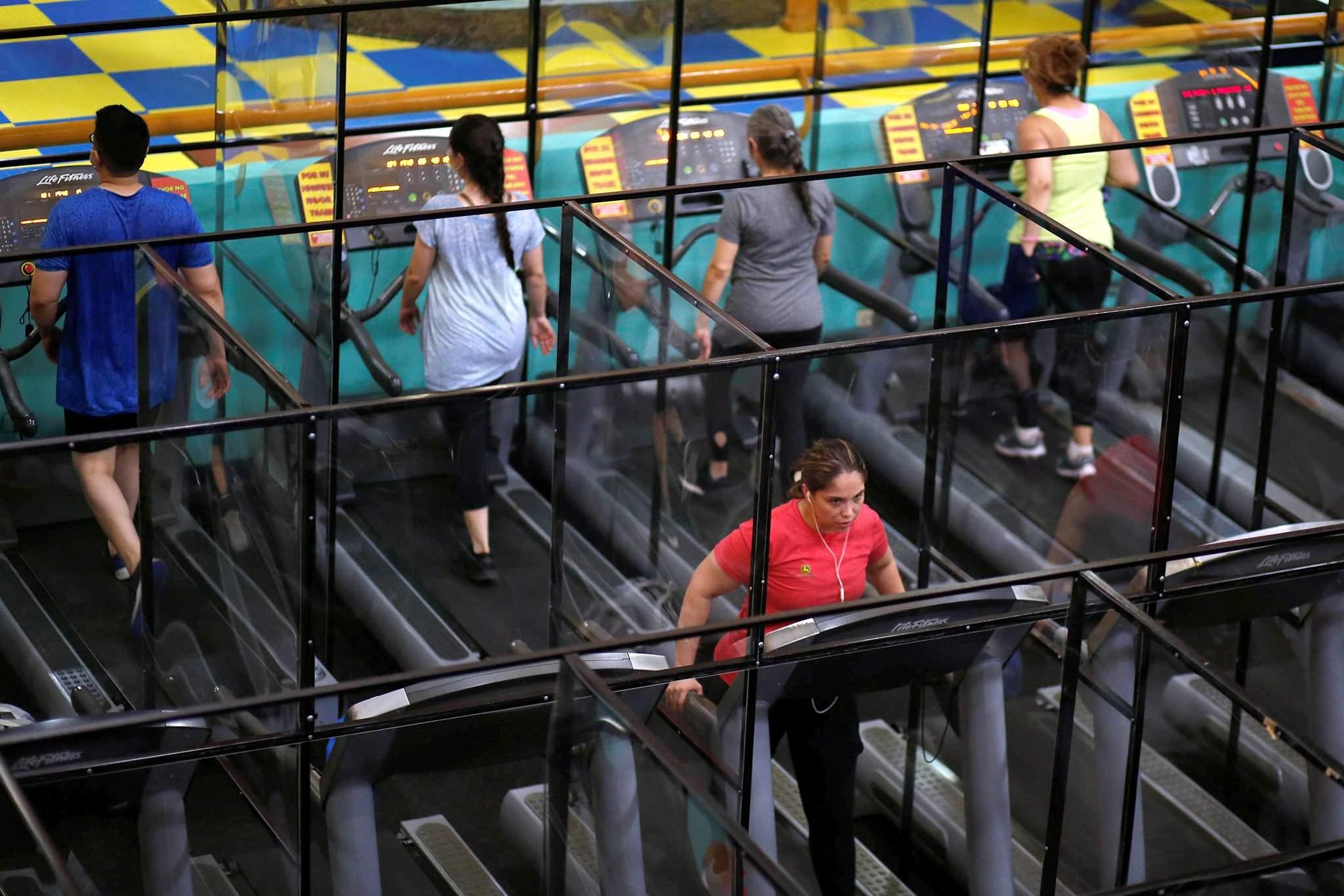 Сальвадорт таван сарын дараа фитнес клуб нээгдсэн. Аюулгүй дасгал хийх аргыг нэвтрүүлжээ.