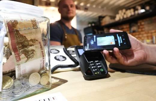 Деньги на вырост: 90% несовершеннолетних платят по безналу