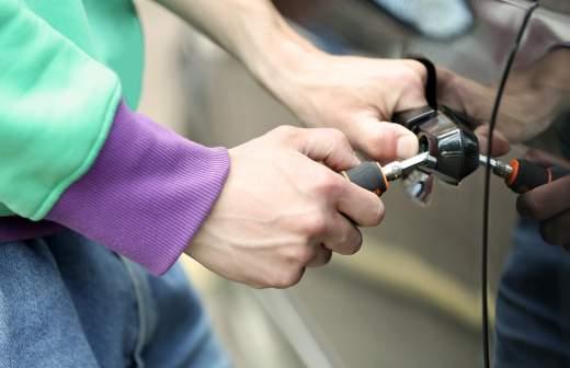 Как угоняют авто с различной защитой, защити свою машину. ТОП способов угнать автомобиль