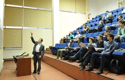 Россияне назвали необходимое время для накопления денег на высшее образование