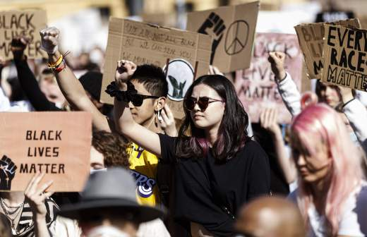 Губернатор Миннесоты посоветовал протестующим сдать тест на COVID-19