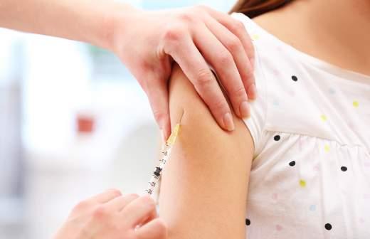 Сенатор предложила в 100 раз повысить выплаты пострадавшим от прививок