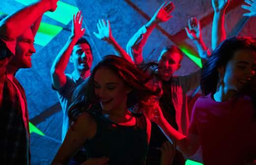 Что такое чек в ночных клубах стриптиз бары и клубы петербурга