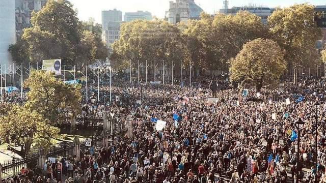 Около 700 тыс. человек вышли на демонстрацию против Brexit в ...