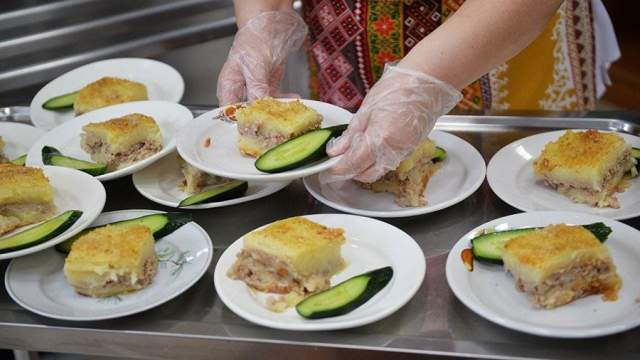 Питание в столовых: младшеклассников Саратовской области кормят вкуснее всех