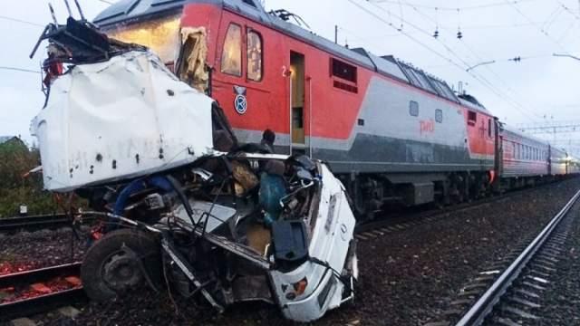 Image result for поезд врезался