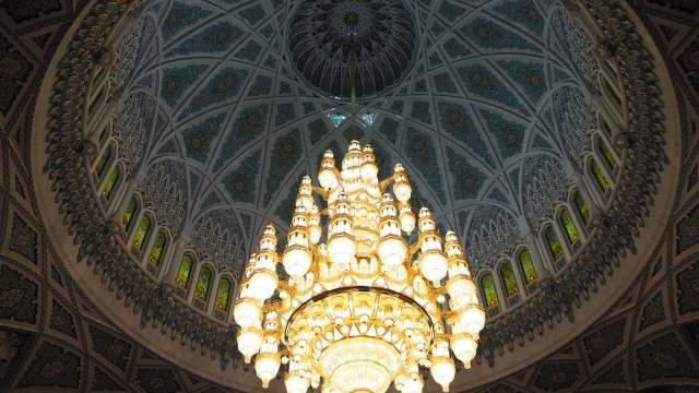 Главная люстра в Мечети Султана Кабуса