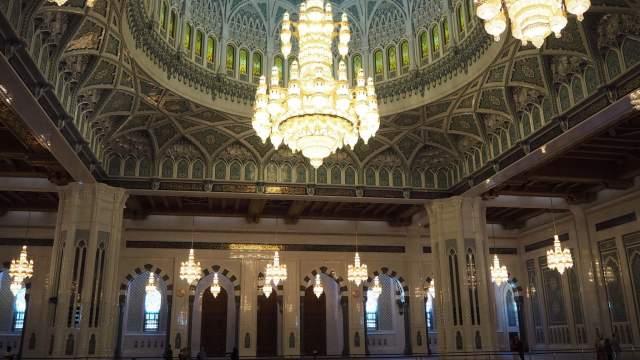 Главный зал Мечети Султана Кабуса