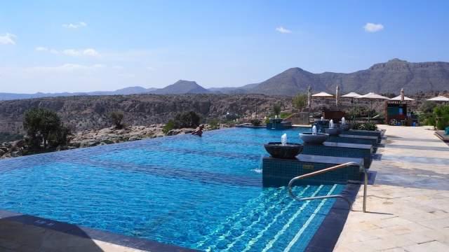 Бассейн в отеле Anantara Al Jabal Al Akhdar Resort в горах Джебель-Ахдар