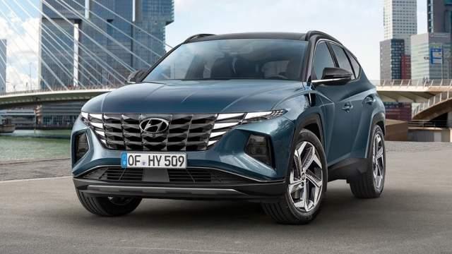 Новый Hyundai Tucson займет первое место в номинации «самый авангардный дизайн»: ломаные линии кузова и многосекционные фары, визуально объединенные с решеткой радиатора. С переходом на новую платформу стали доступны адаптивные амортизаторы, но моторная гамма скорее всего будет знакома по другим моделям Hyundai
