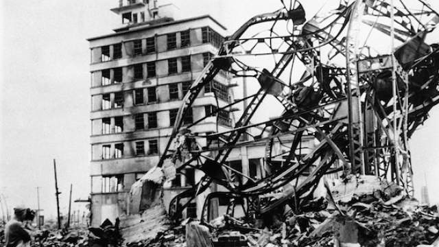 Большинство строений города было разрушено или повреждено, а количество жертв составило около 70 тысяч человек во время взрыва.     Фото: ТАСС/ASSOCIATED PRESS