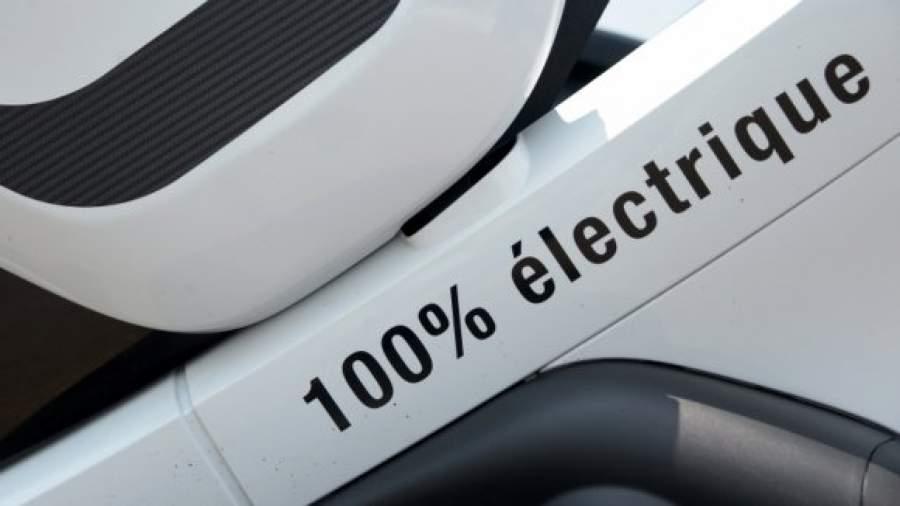 Из-за электромобилей в мире начнут покупать меньше нефти
