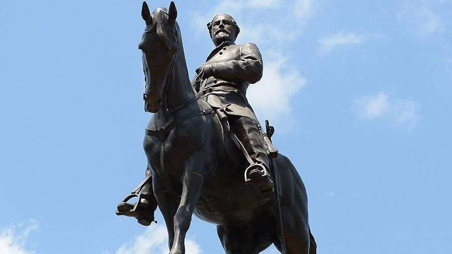 Глава штата Вирджиния запретил протесты у памятника генералу Ли ...