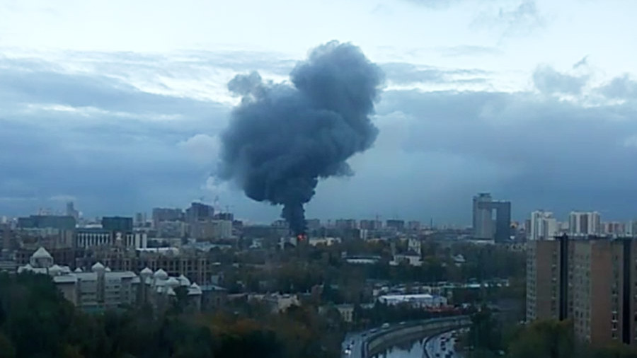 Пожар на заводе экран