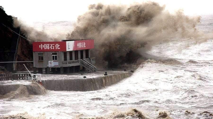 В Шанхае более 190 тысяч человек эвакуировали из-за тайфуна «Ампил»