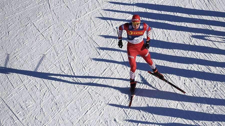 Россиянин Большунов победил в лыжной гонке на 15 км в Италии