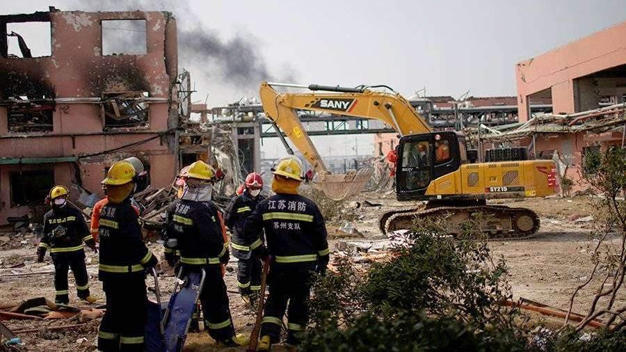 Взрыв на химзаводе в Китае повредил почти три тысячи домов