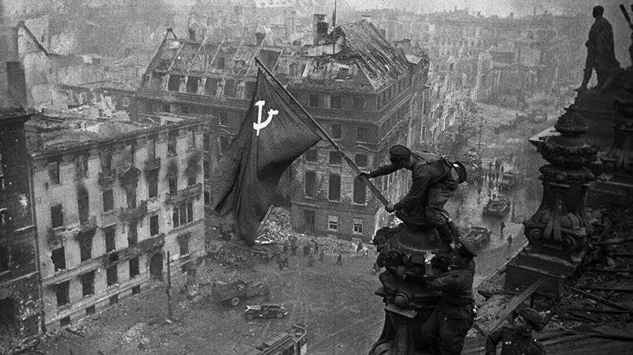 amerikanskiy-istorik-napomnil-o-roli-sssr-v-razgrome-nacistov