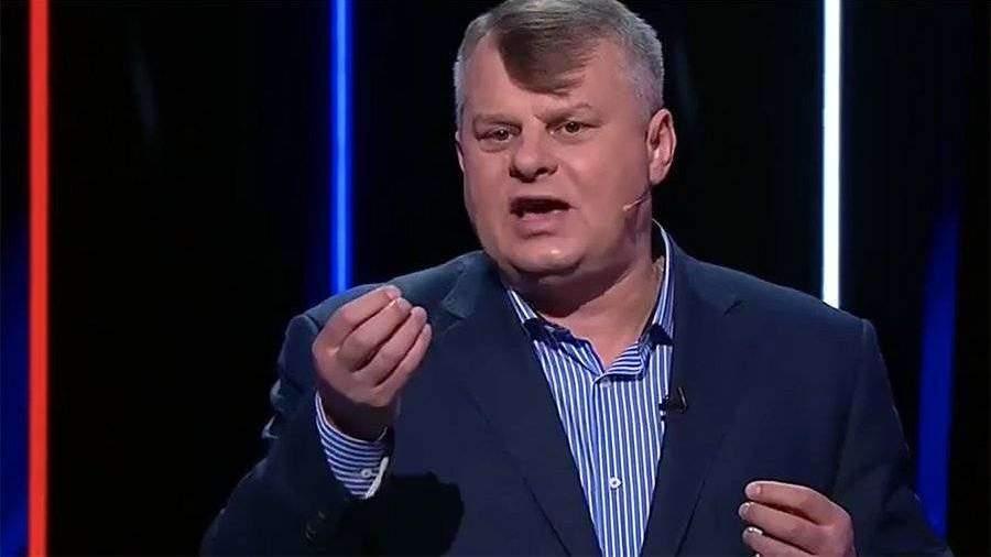 Политолога пытались заставить целовать украинскую землю