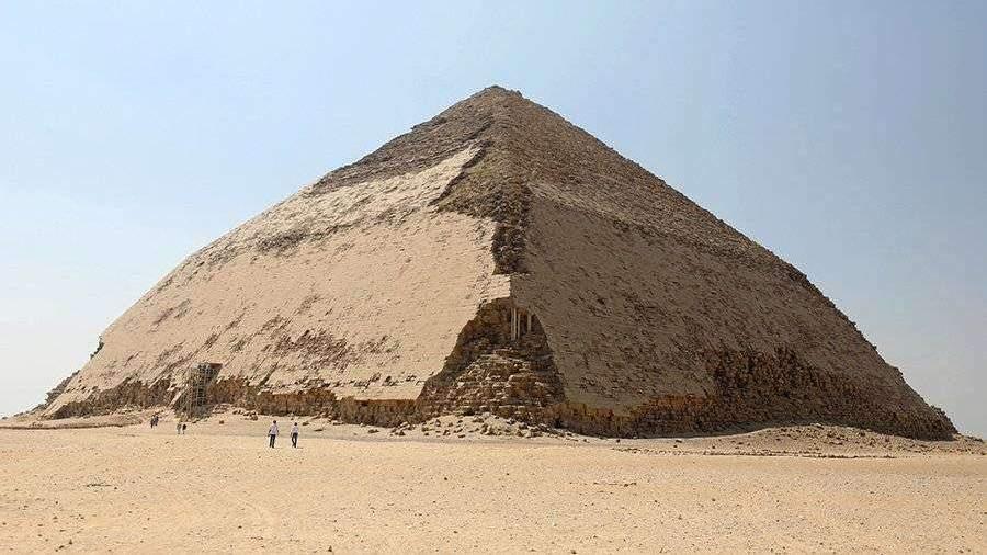 В Египте открыли для туристов уникальную «ломаную» пирамиду фараона Снофру