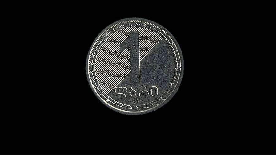 kurs-gruzinskoy-valuti-obnovil-istoriceskiy-minimum