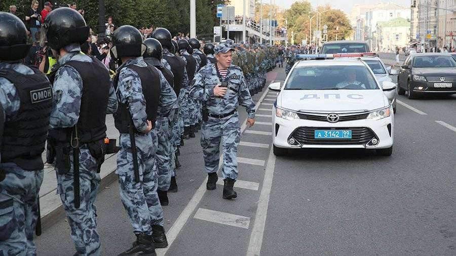 Полиция насчитала 750 человек на несогласованной акции в центре Москвы