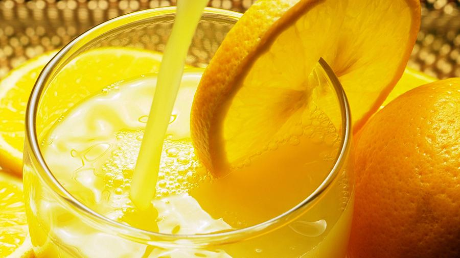 Врачи назвали безопасное для здоровья количество сока