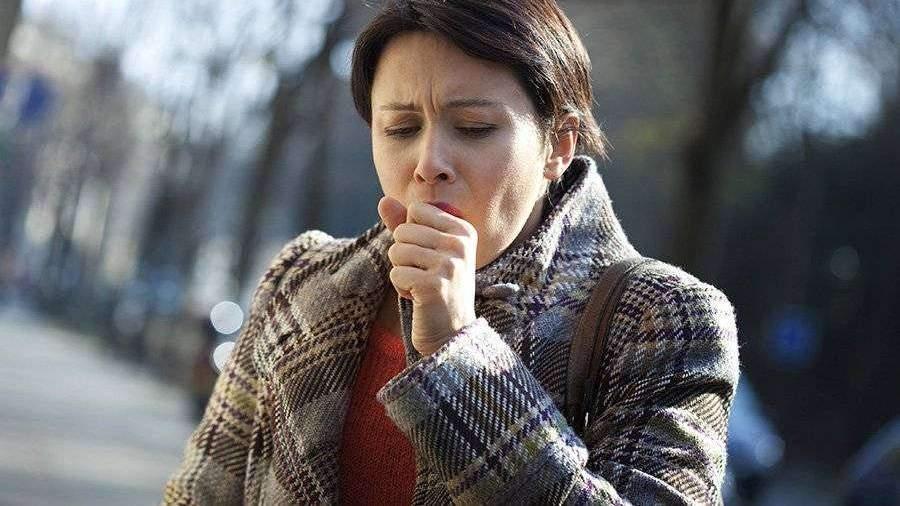 Врач рассказал об ошибках при лечении горла