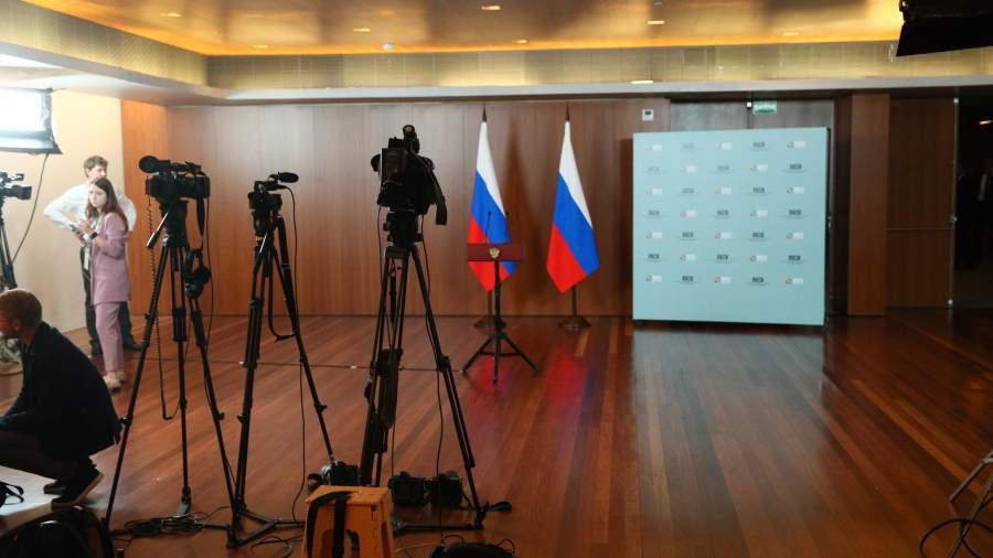 Журналистов попросили отказаться от больших банеров на пресс-конференции Путина