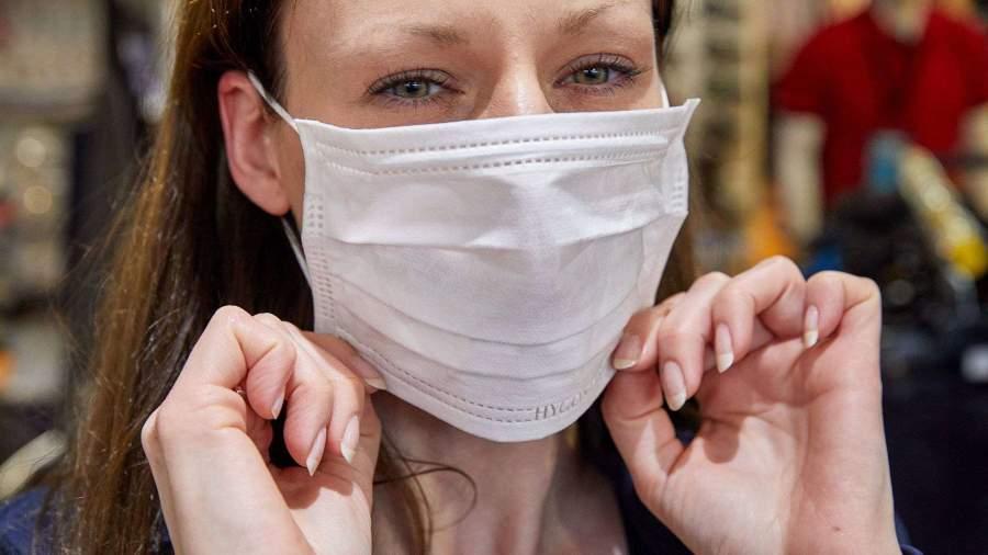 Как правильно надевать маску: ВОЗ опубликовали новые рекомендации