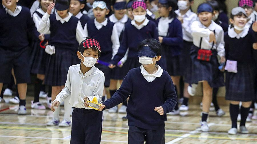 Школы Японии закроются из-за вспышки коронавируса
