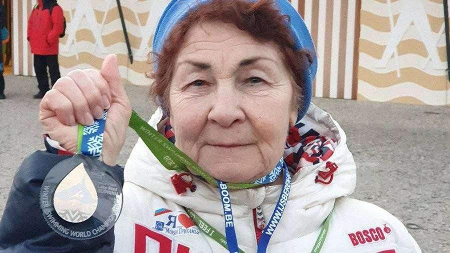Российская пенсионерка завоевала золото на ЧМ по зимнему плаванию