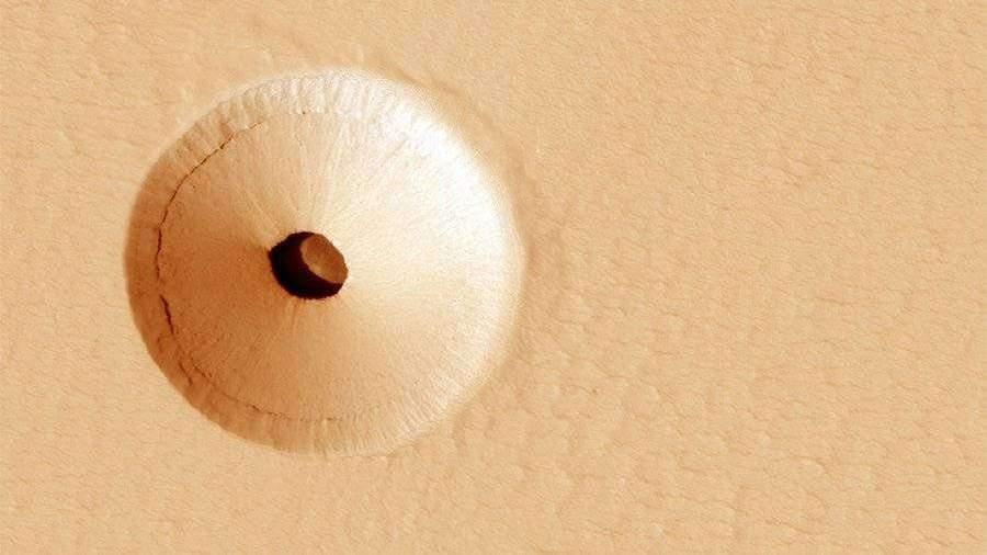 NASA обнаружило на Марсе дыру для космических кораблей