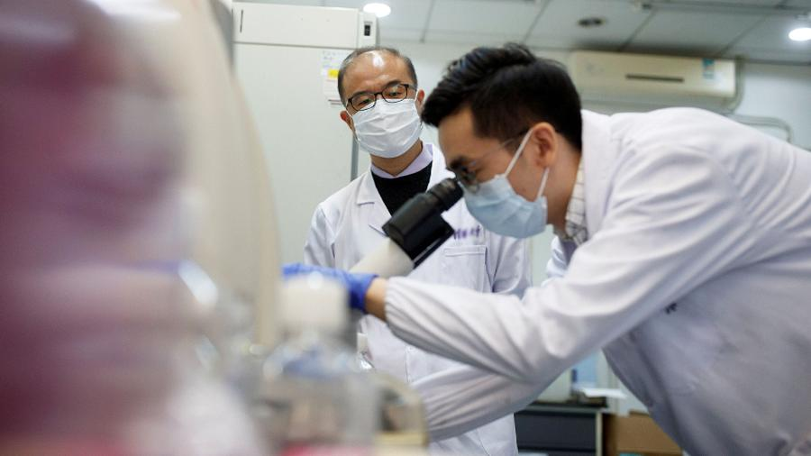 Начались клинические испытания вакцины КНР от COVID-19 | Новости | Известия  | 13.04.2020