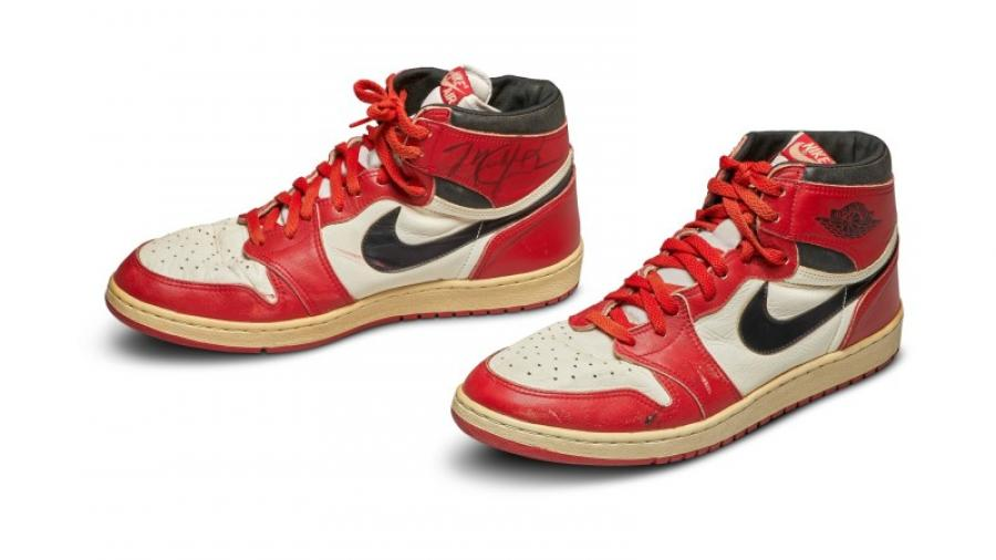Кроссовки Майкла Джордана продали за $560 тыс.