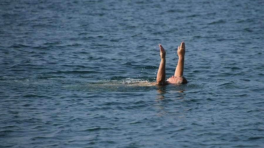 Эксперты оценили шансы заражения COVID-19 при купании в море и бассейне