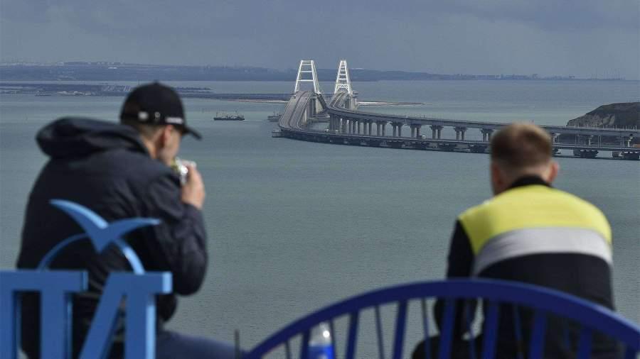 Местные власти допустили тестирование туристов на COVID-19 на Крымском мосту