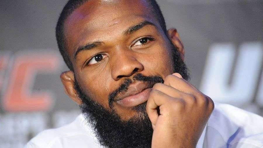 Лучший боец UFC Джонс отказался от титула чемпиона в полутяжелом весе