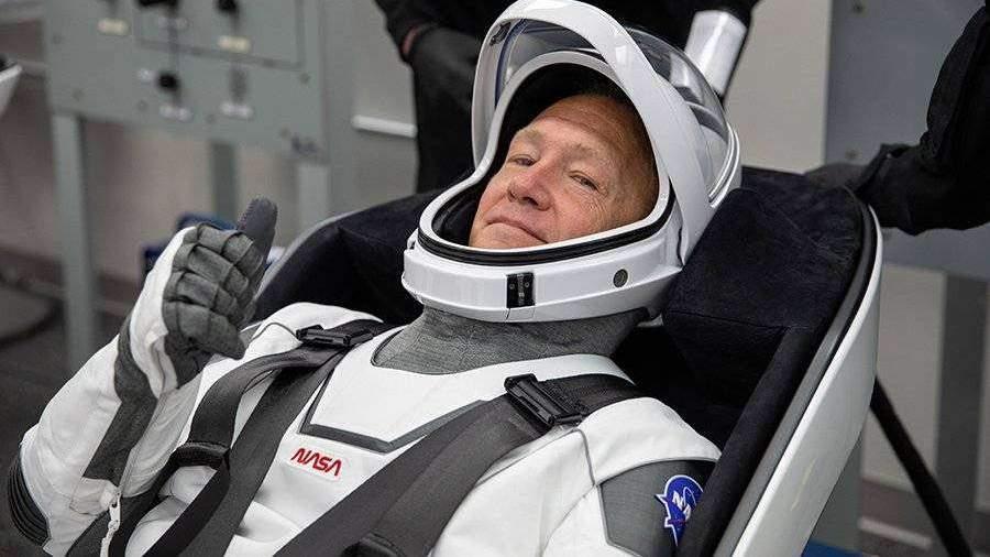 Командир Crew Dragon ударился головой при переходе на МКС