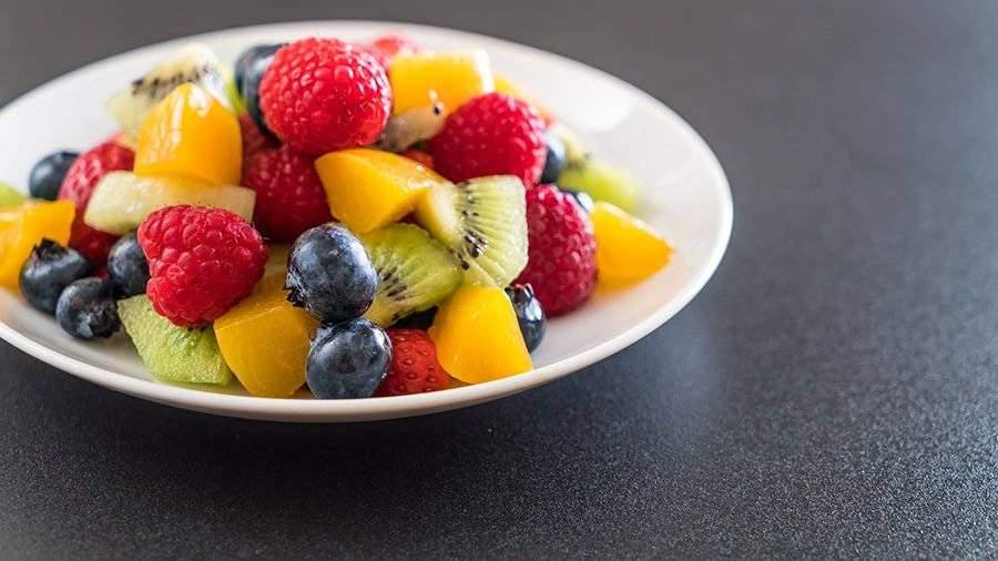 Врач рассказала о вреде фруктов для печени