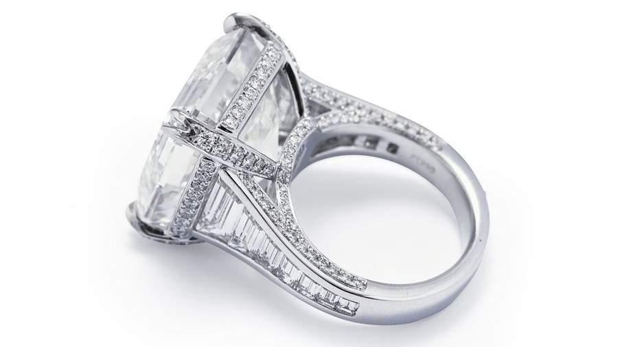 Кольцо с самым крупным бриллиантом Австралии было продано на аукционе в Сиднее за рекордные 965 тысяч долларов.