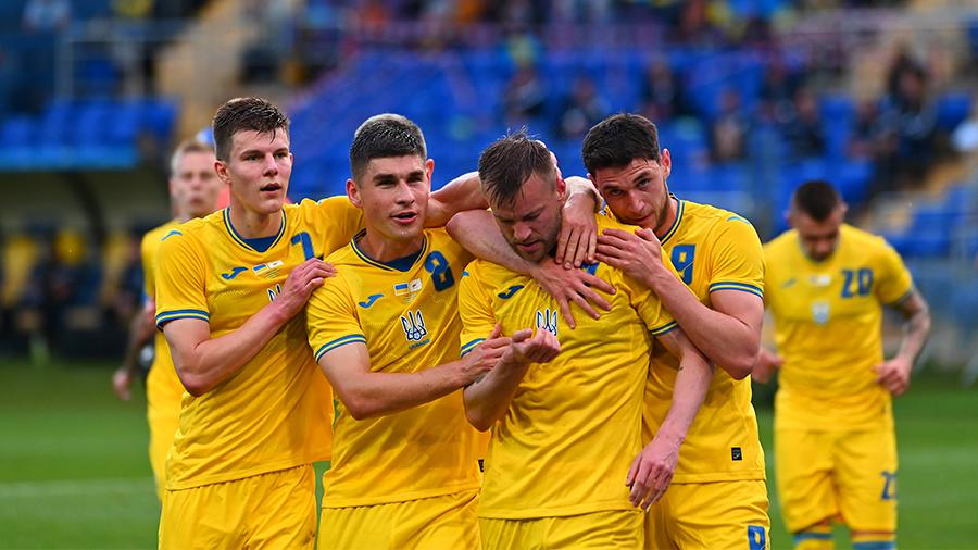 УЕФА потребовал от Украины убрать с формы на Евро—2020 «политические» надписи