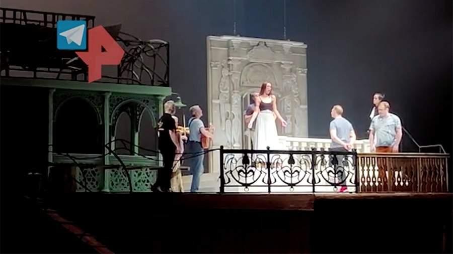 Опубликовано видео с репетиции спектакля с участием Бузовой