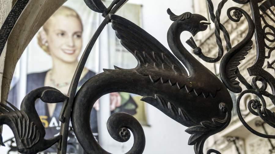 Железный дракон в лобби Музея Эвиты Перон