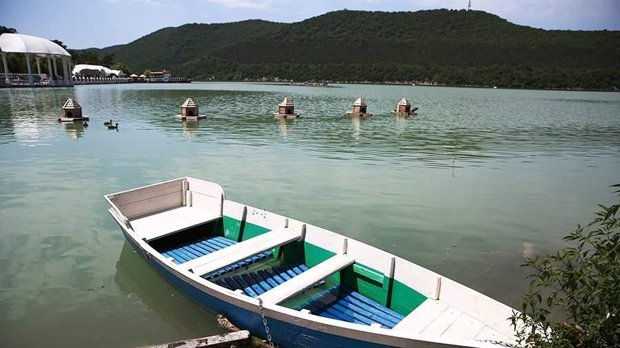 Вид на озеро Абрау