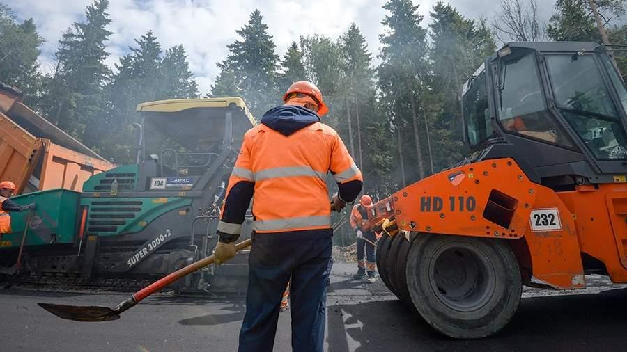 Дорожные работы на одном из участков строительстваЦКАД в Московской области