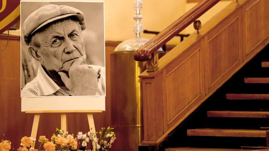 Прощание с поэтом Е.Евтушенко в Центральном доме литераторов в Москве