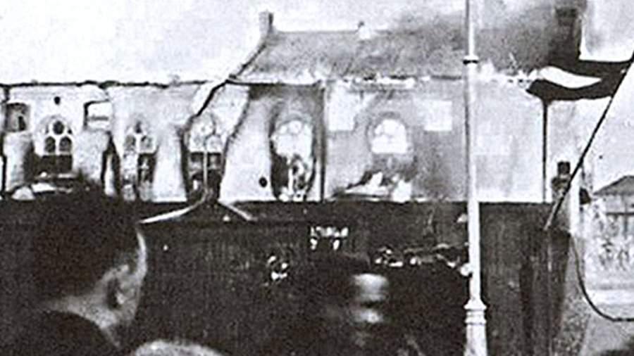 Сожжение Большой хоральной синагоги в Риге гитлеровцами. 4 июля 1941 года