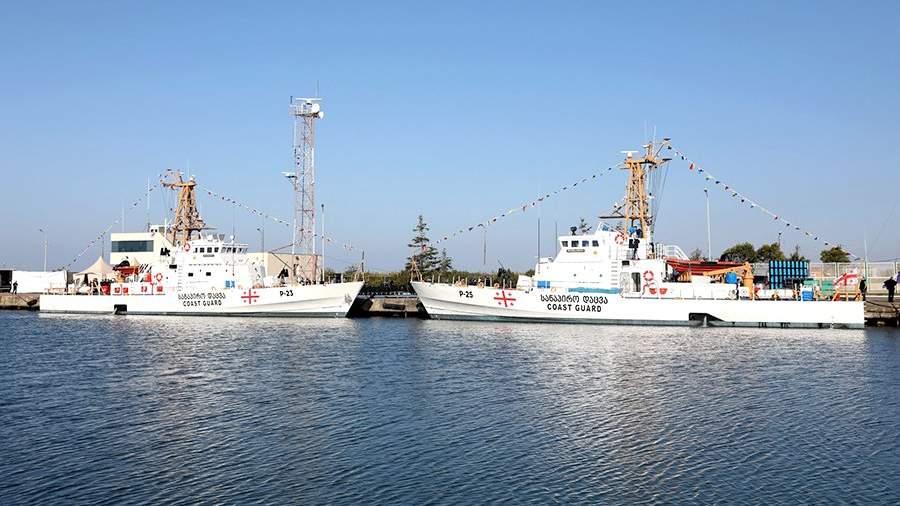Введенные в состав береговой охраны Грузии под новыми названиями бывшие сторожевые катера береговой охраны США в порту Поти
