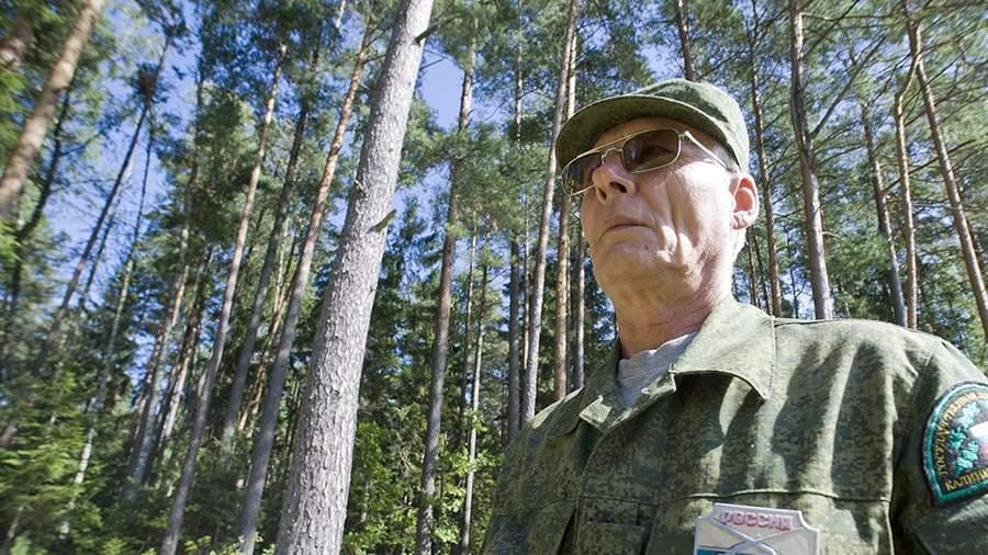 Работник Государственной лесной охраны в лесу